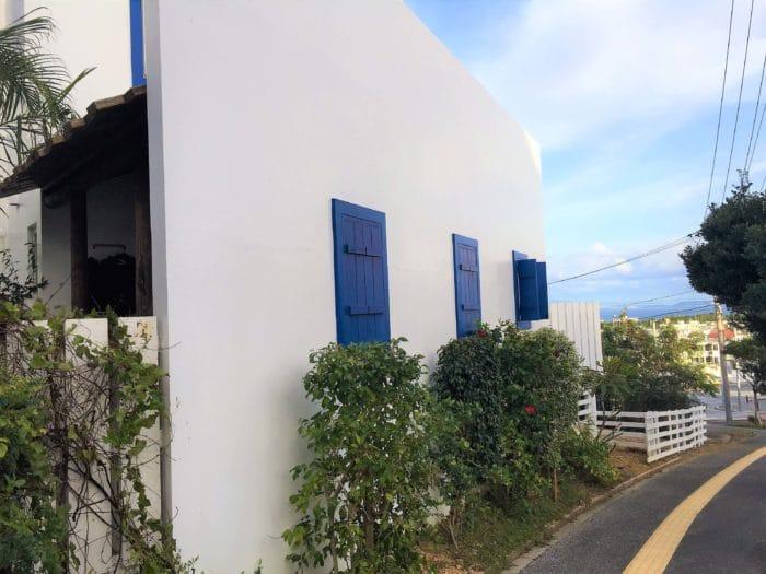 沖縄|占いチュチュうるま店道路側