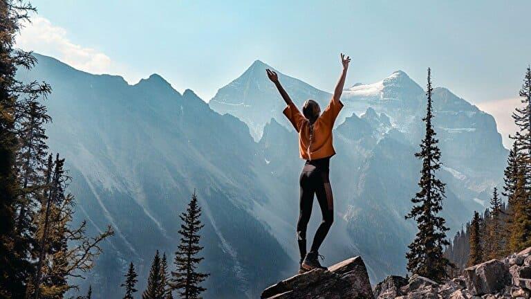 登頂した女性