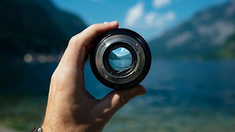 カメラのレンズを通してみる景色