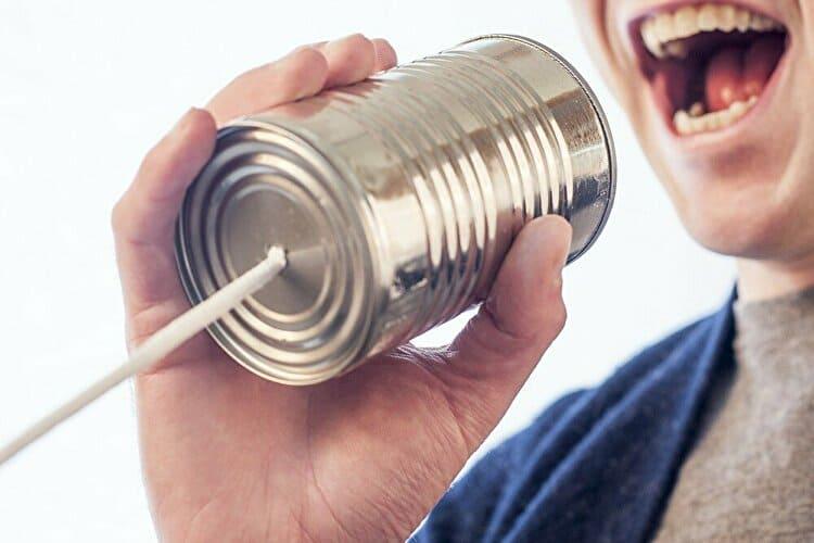 糸電話で話し出す