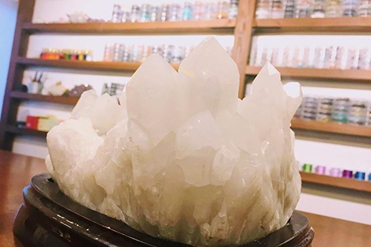 沖縄占いチュチュ宜野湾店の浄化用水晶クラスター