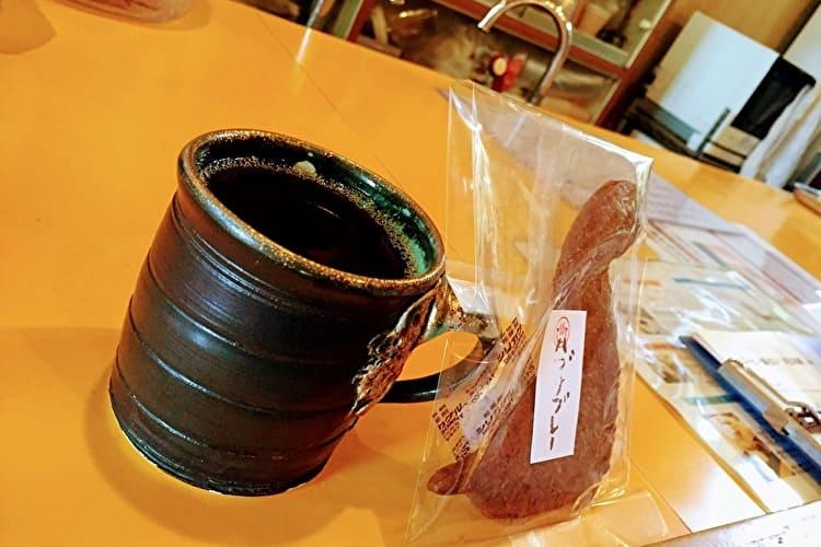 名護の占いDONABE/COFFEEのコーヒーとハブサブレ