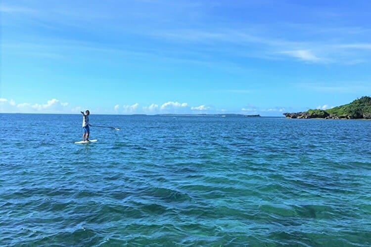 ホワイトビーチから津堅島までSUPで漕ぎ練