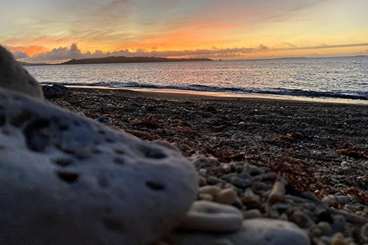 ホワイトビーチの朝焼け